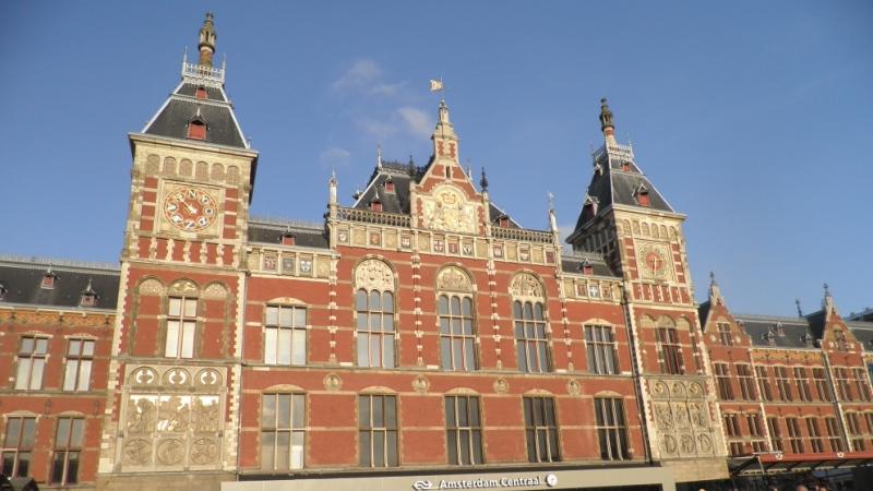 auto huren op amsterdam centraal station